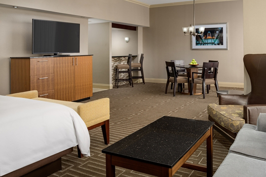 hilton_charlotte_univ_place_HH_suiteliving001_18_675x359_FitToBoxSmallDimension_Center